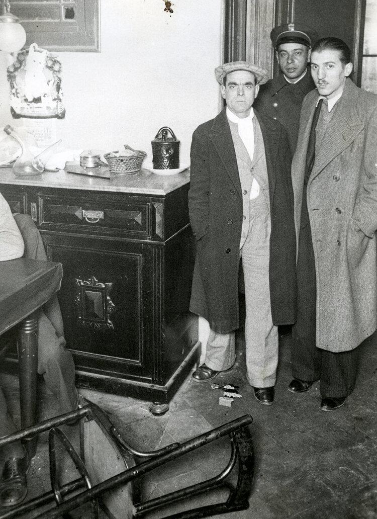 La Casa de la calle de Francesc Giner en la que supuestamente sucedían fenómenos sobrenaturales (Barcelona, 1935). Fotografía: Carlos Pérez de Rozas / Arxiu Municipal de Barcelona