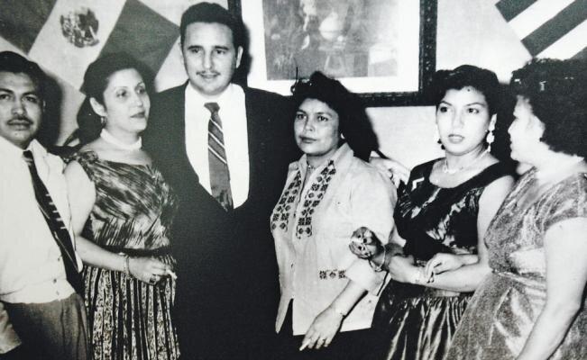 Arsacio, a la izquierda de la imagen, junto a Fidel Castro, en el centro. Fotografía:  El Universal