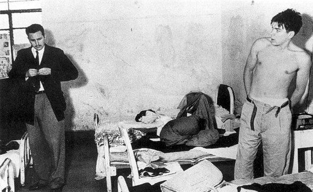 Fidel y el Che durante la época en que se preparaban a las órdenes del luchador y dormían en la misma habitación junto al resto de guerrilleros (México, 1955)