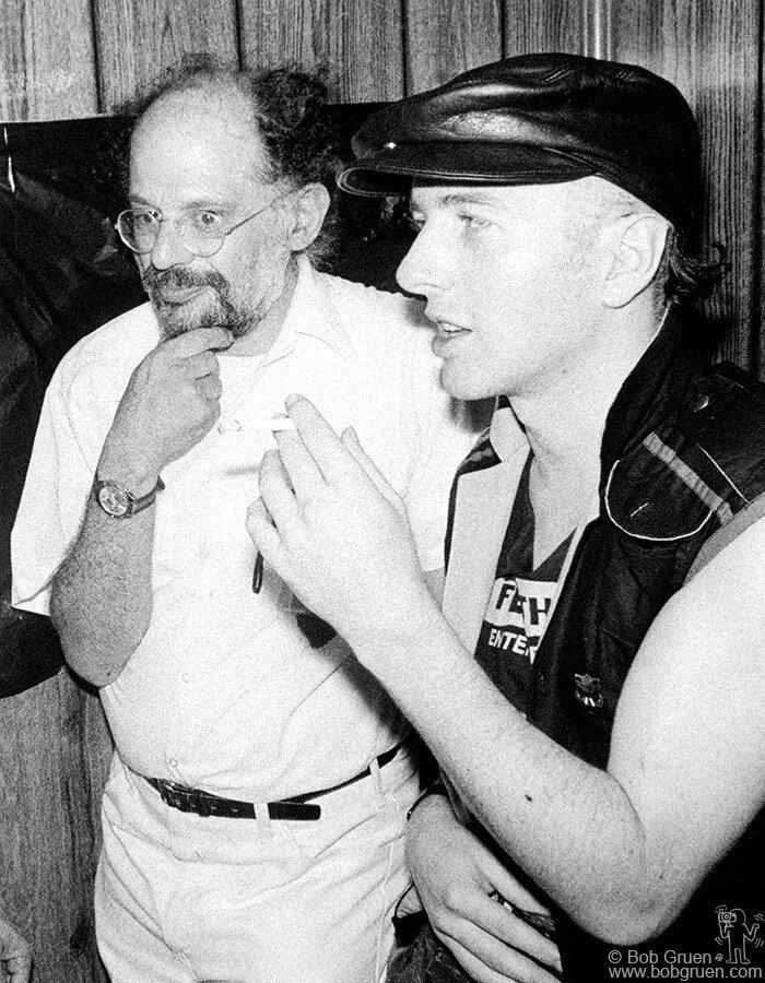 Ginsberg junto a Strummer en la gira  Sandinista!  (1982). Fotografía: Bob Gruen