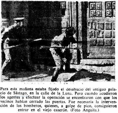 Los agentes, con mazos en mano, desalojan a los okupas del Palacio de Monistrol (18 de agosto de 1969)