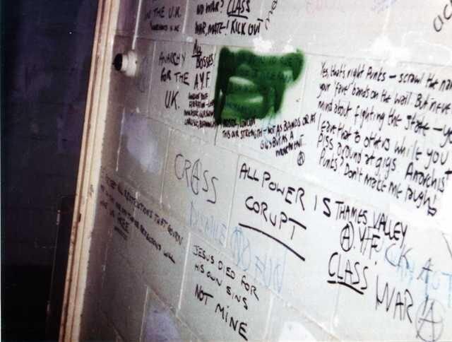Pintadas en las paredes del Centro Ibérico. Fotografías: Kill Your Pet Puppy