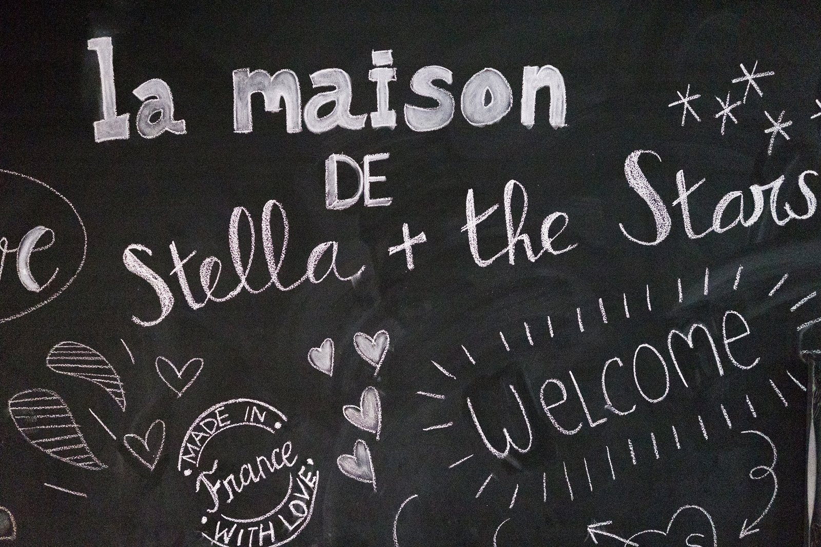 The welcoming blackboard in the hallway