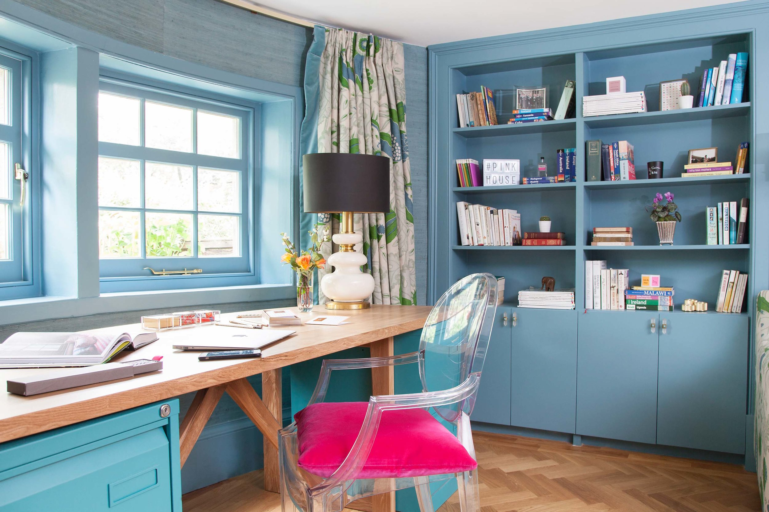 Farrow & Ball stone blue, Kartell Louis ghost chair