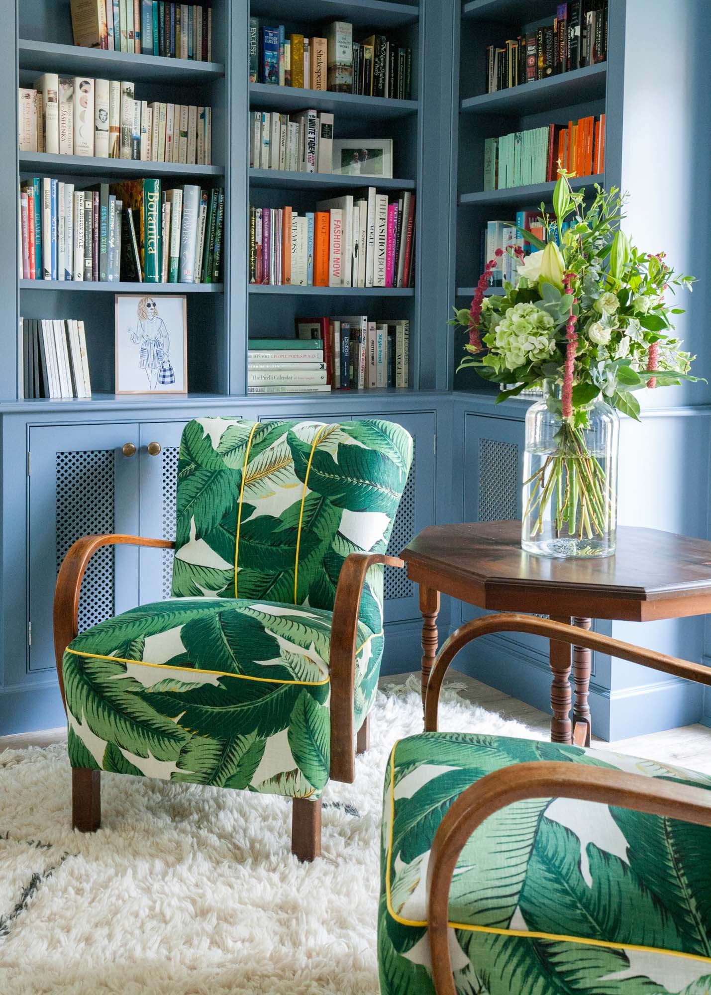 The perfect reading corner with built-in bookshelves