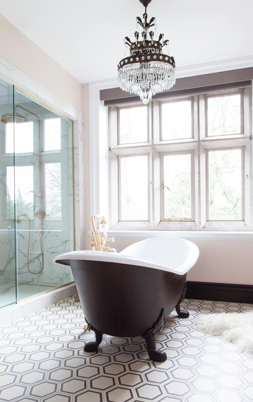 Hello, dreamy bath/Photo: Susie Lowe