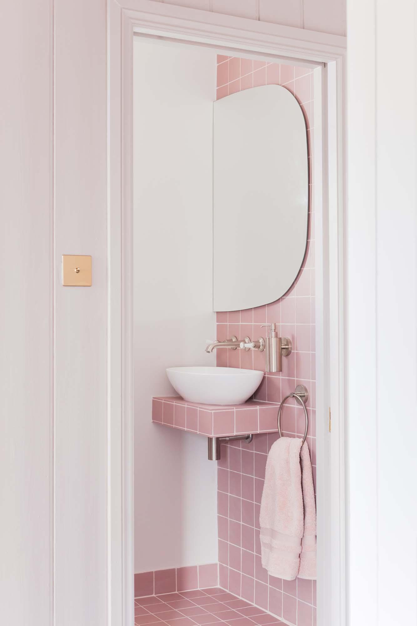More pink bathroom amazingness with Victorian quarry tiles/Photo: Megan Taylor