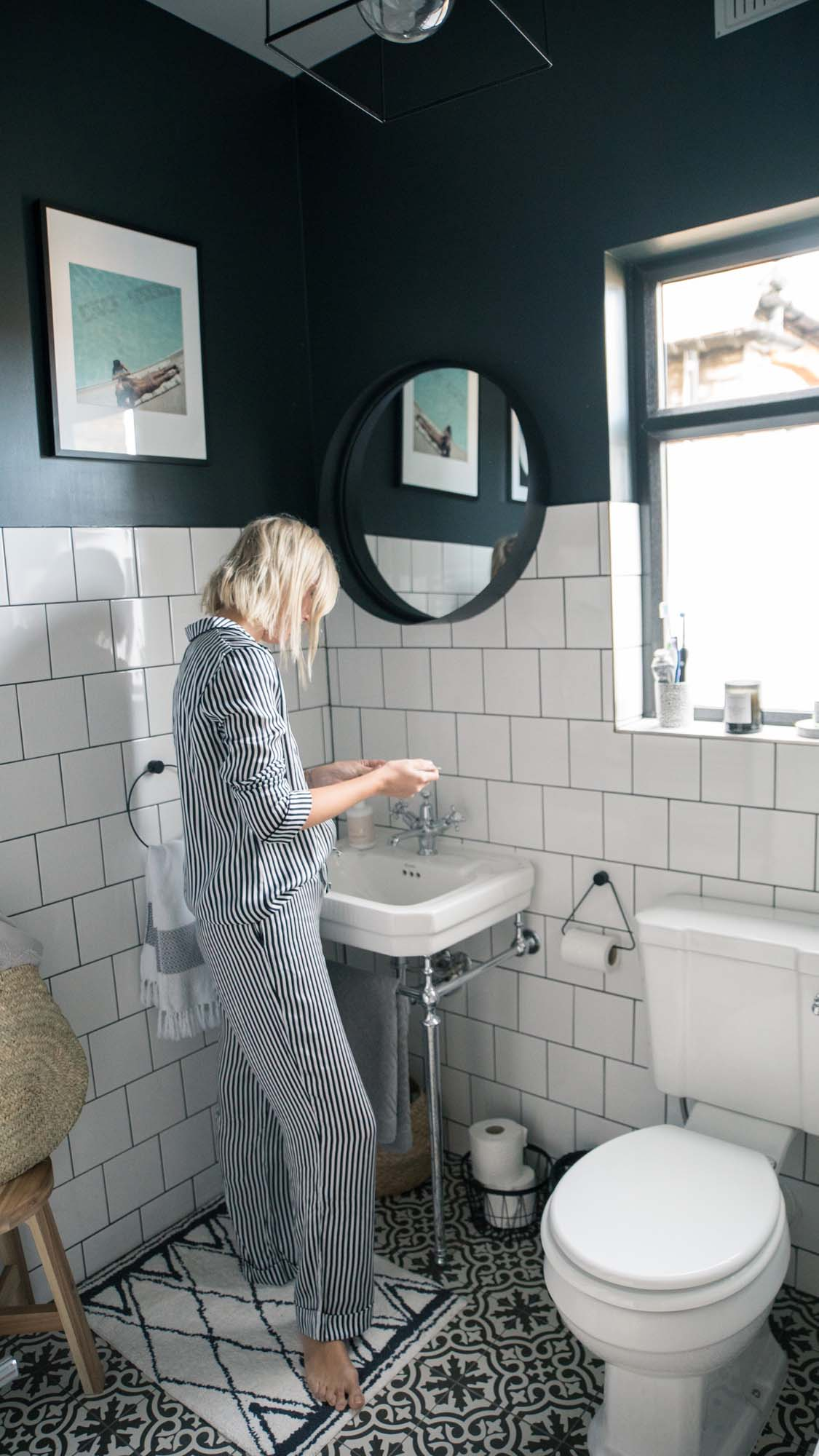 Alex rocking monochrome PJs in her monochrome bathroom
