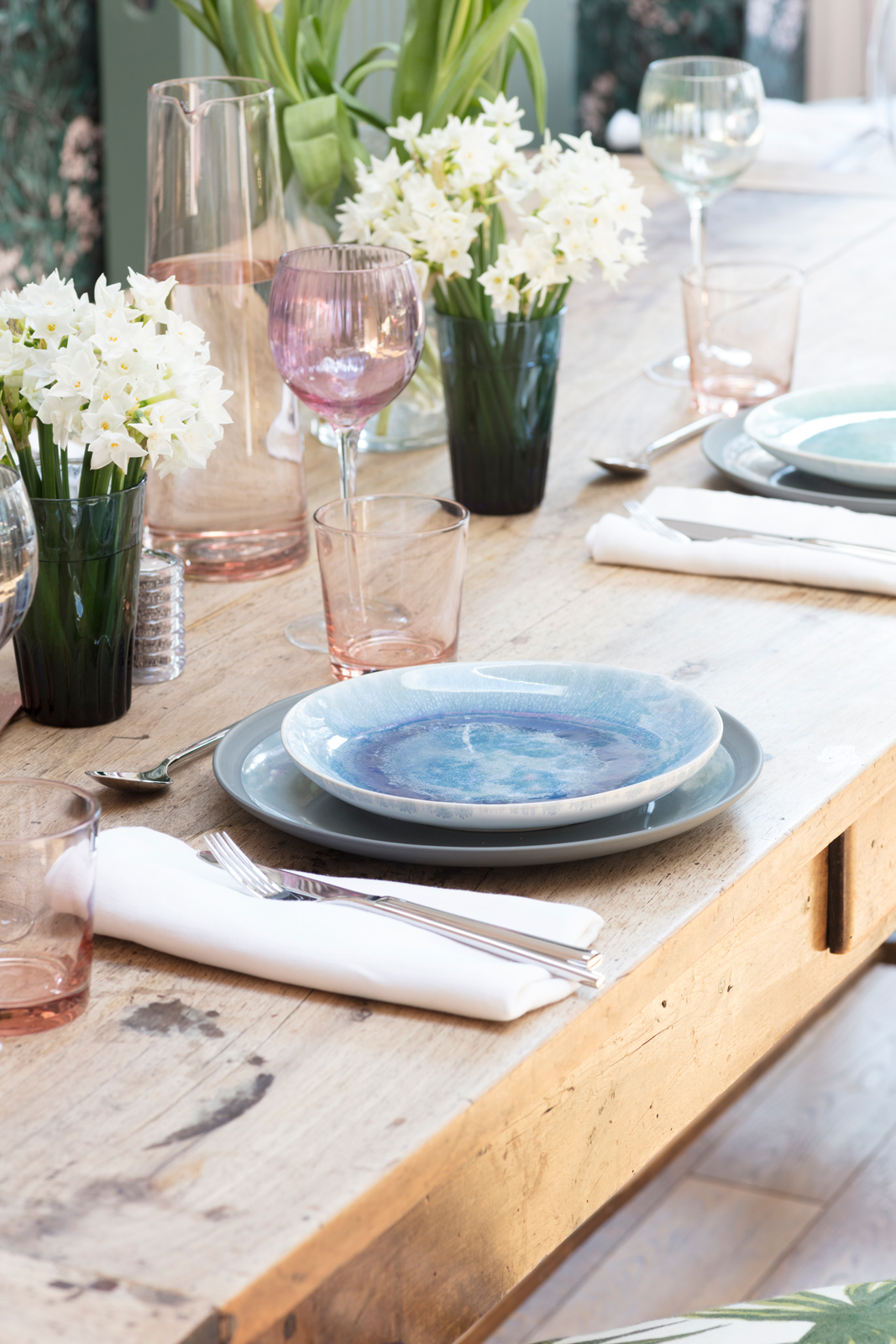 How to style a spring dining table