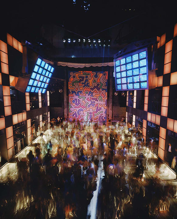 Palladium, New York, 1985. Architect: Arata Isozaki, mural by Keith Haring