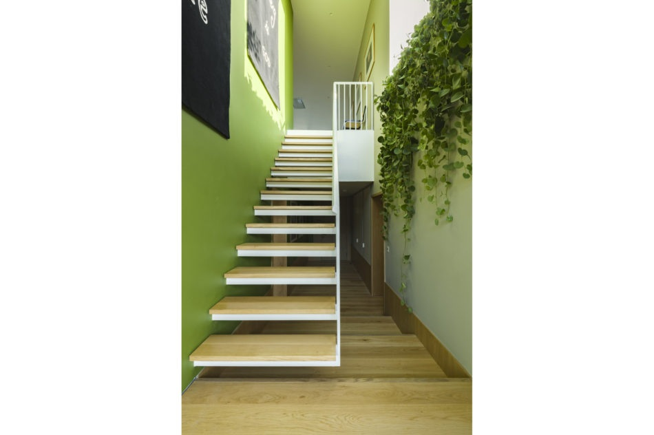 Verdant tones make any hallway more agree(n)able