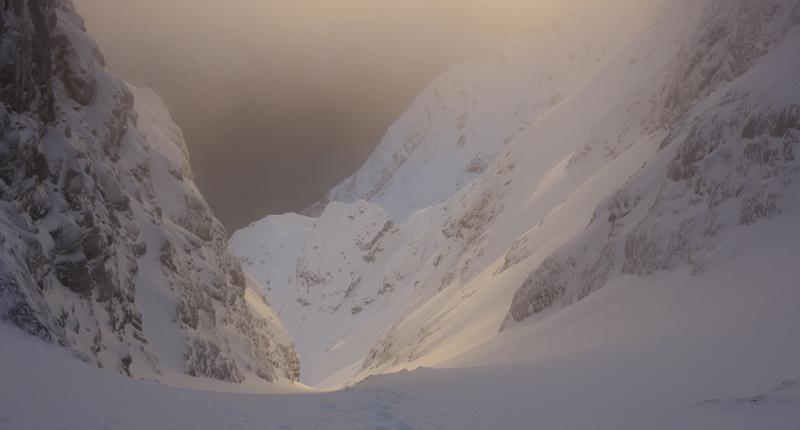 Furberg-Snowboards-Lyngen-Urdkjerringa-Eirik-2.jpg