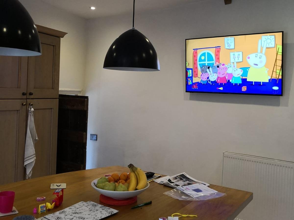 TV-Wallmounting-Kitchen