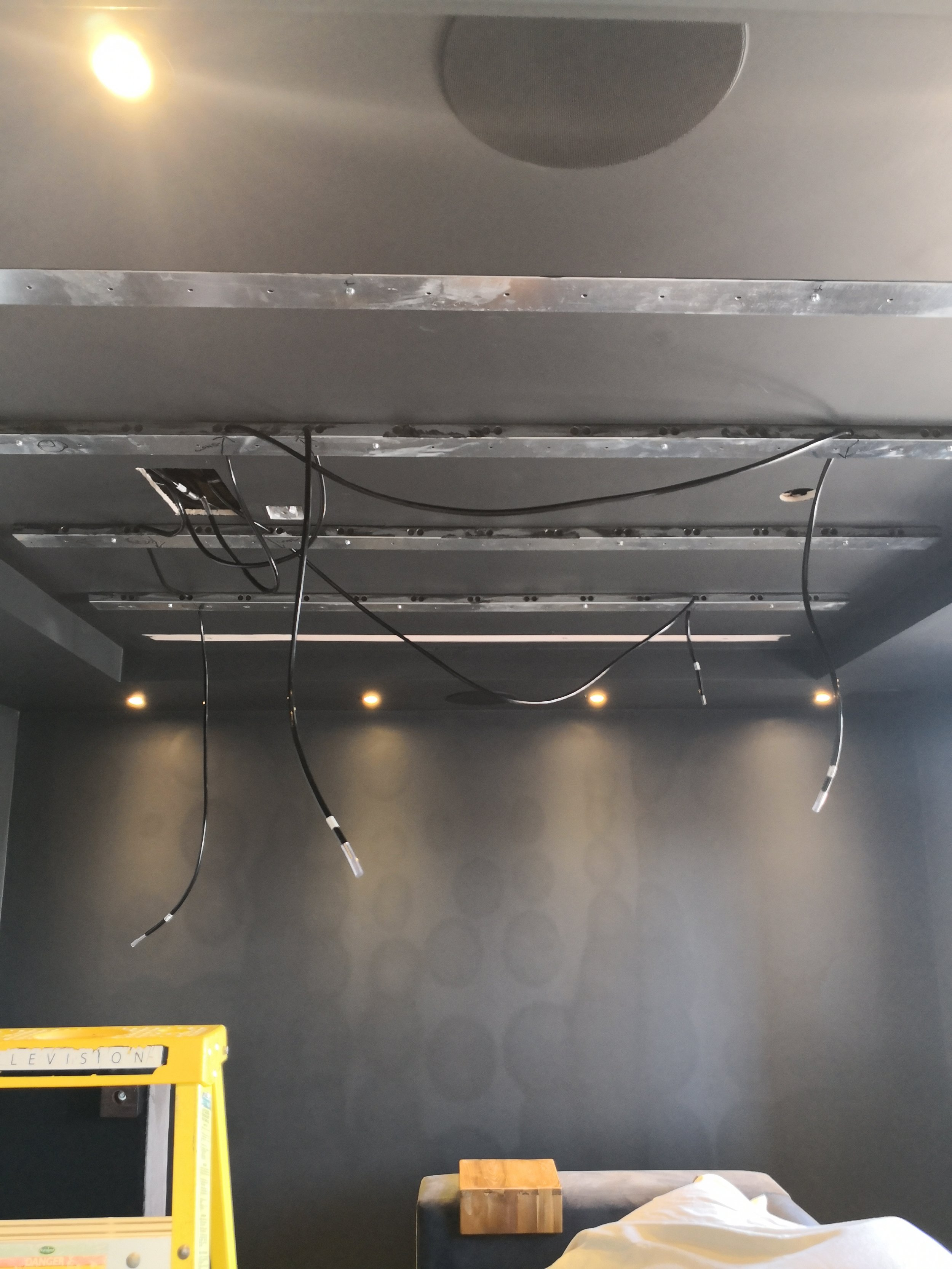 Mounting bars and optical cables for the star ceiling