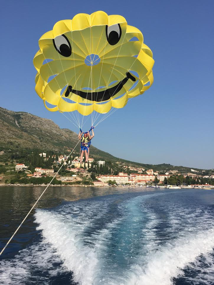 parachute single cavtat.jpg