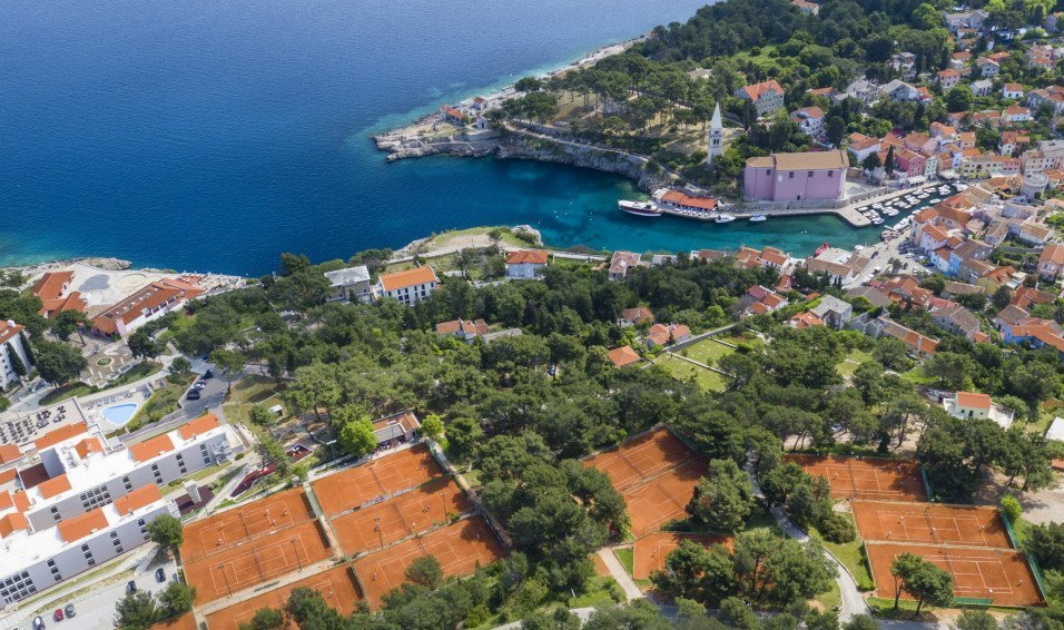 Tennis court LosinjDates: 3.6.2018. - 9.6.2018.6 nights + Half tennis programme + 5 hours use of tennis courts out of tennis coaching hoursFrom only: 788 £ pp -