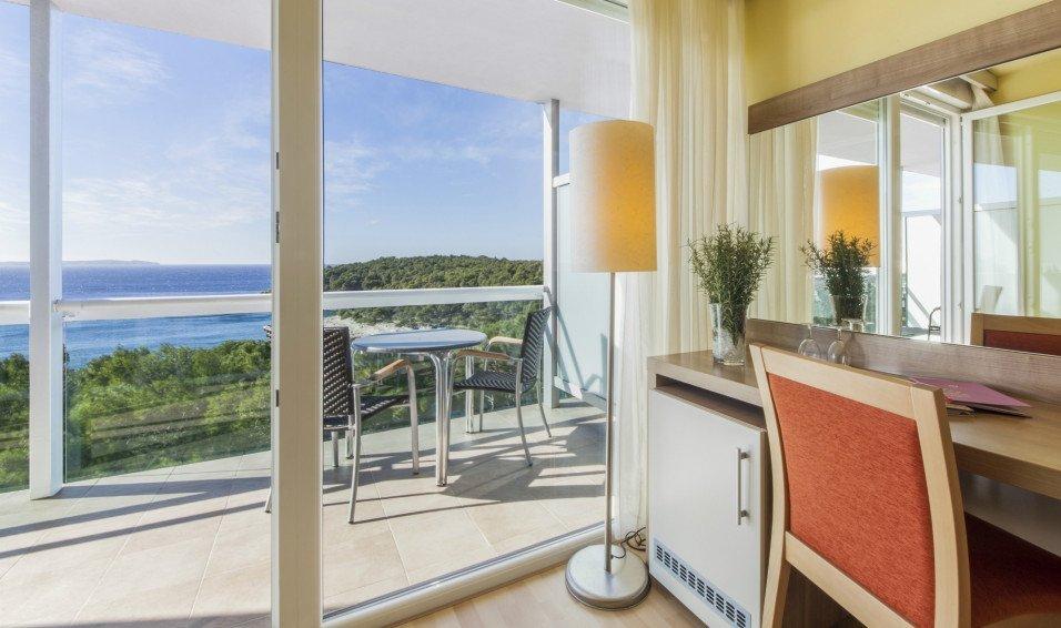 aurora-rooms-suites-2.jpg