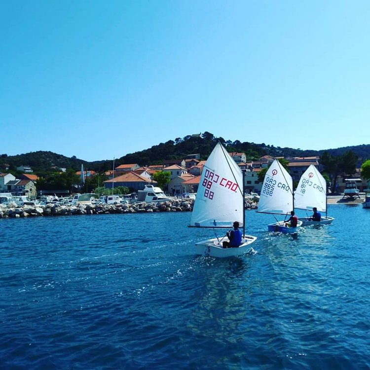 Sailing activity holidays