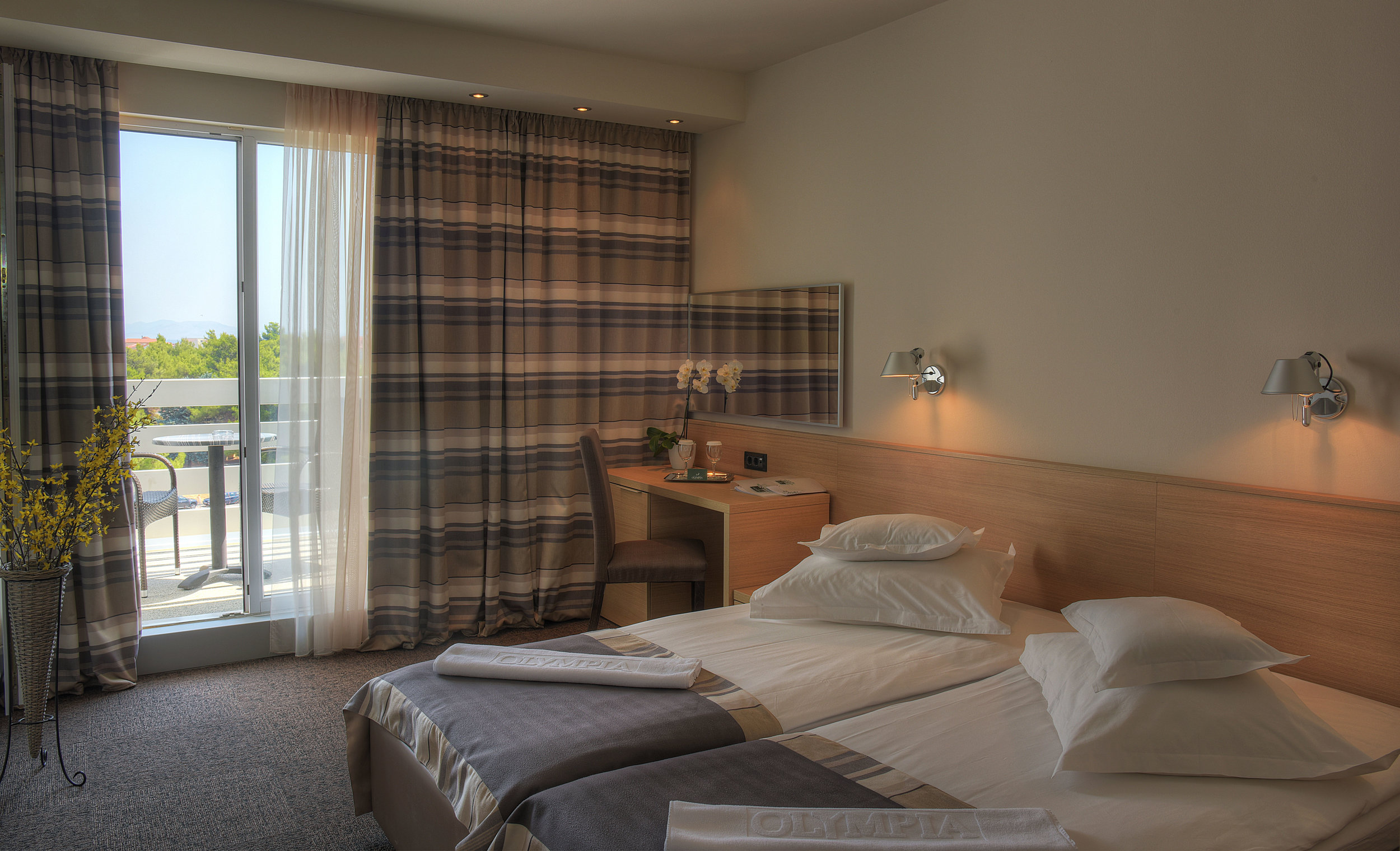 Double room with park view 1.jpg