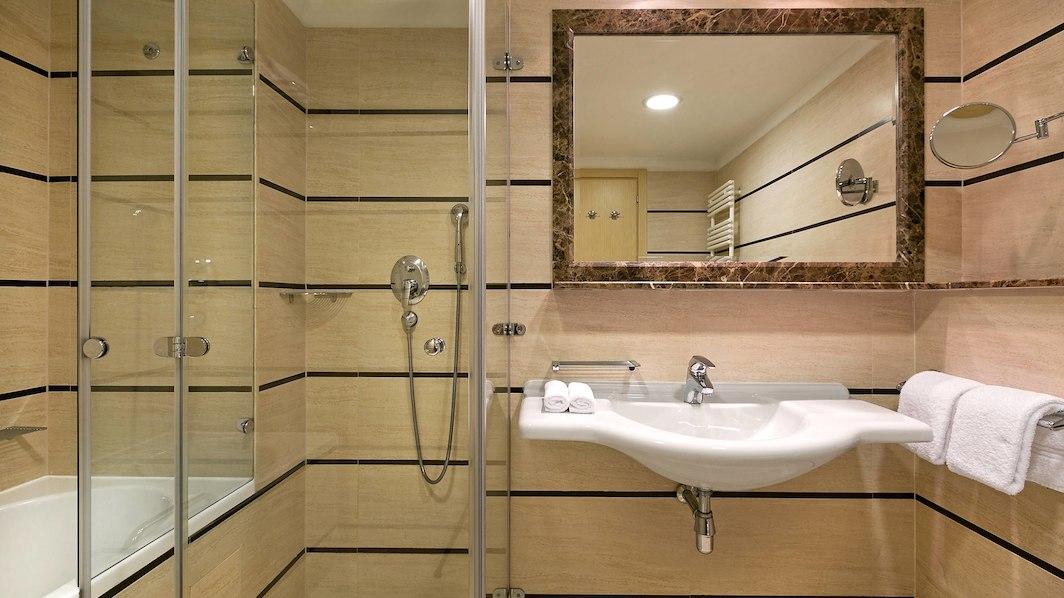 spumd-bathroom-8712-hor-wide.jpg