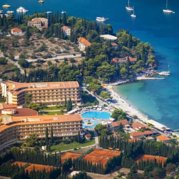 October tennis holiday in Cavtat   Spend a a warm October half term in Croatia. INCLUDED: 10 extra hours of tennis coaching for free!