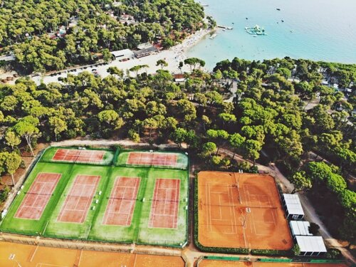 On tennis holidays in Turanj, you get to play at the amazing courts of Ilirija Tennis Academy