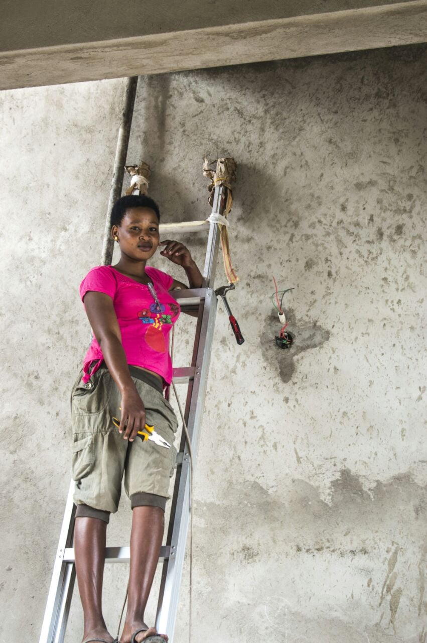 Having graduated from the Vocational Training college,Wema now works as an electrician on Kiligolf. 4 out of 11 students are still training in carpentry, electrics and sewing.