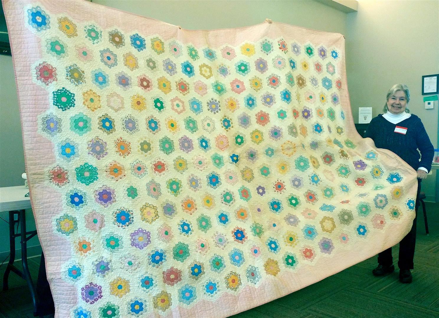 Guest Sandi Hoffmeister antique grandmothers flower garden quilt (Large).jpg