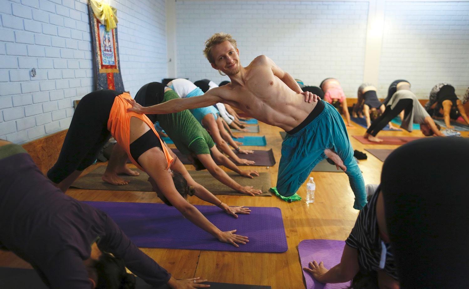 yogaterapeutico-1-min.jpg