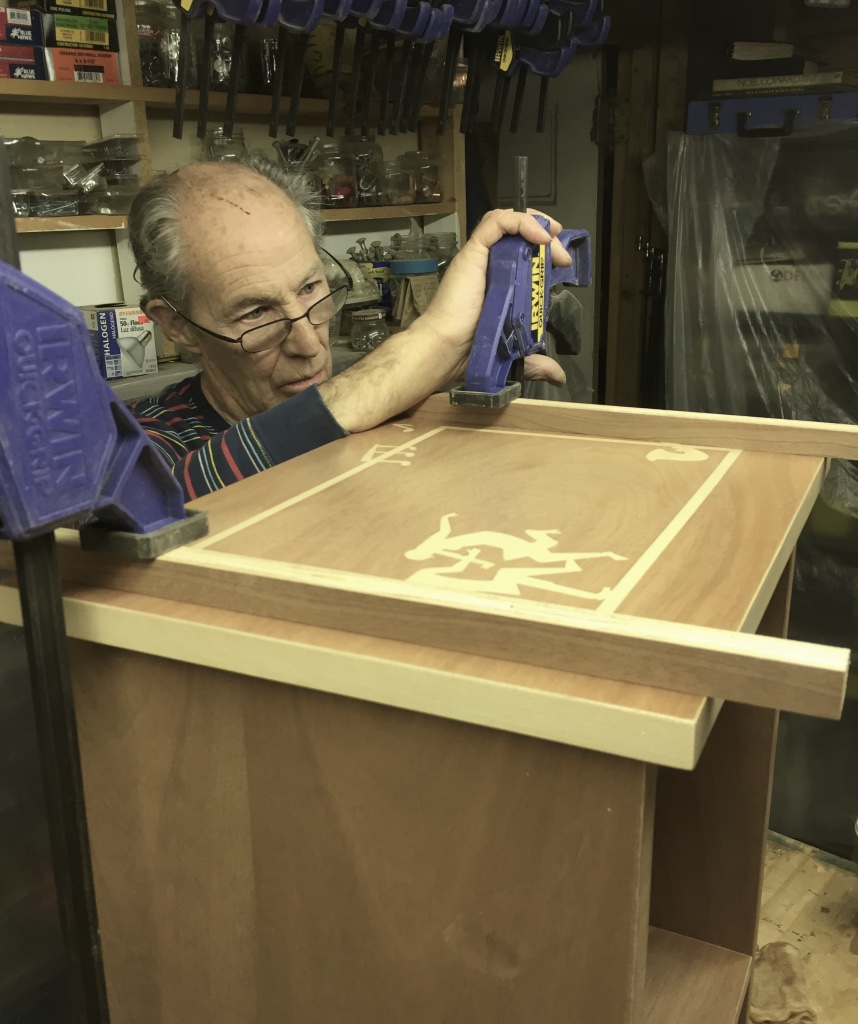 Clamping small cabinet.
