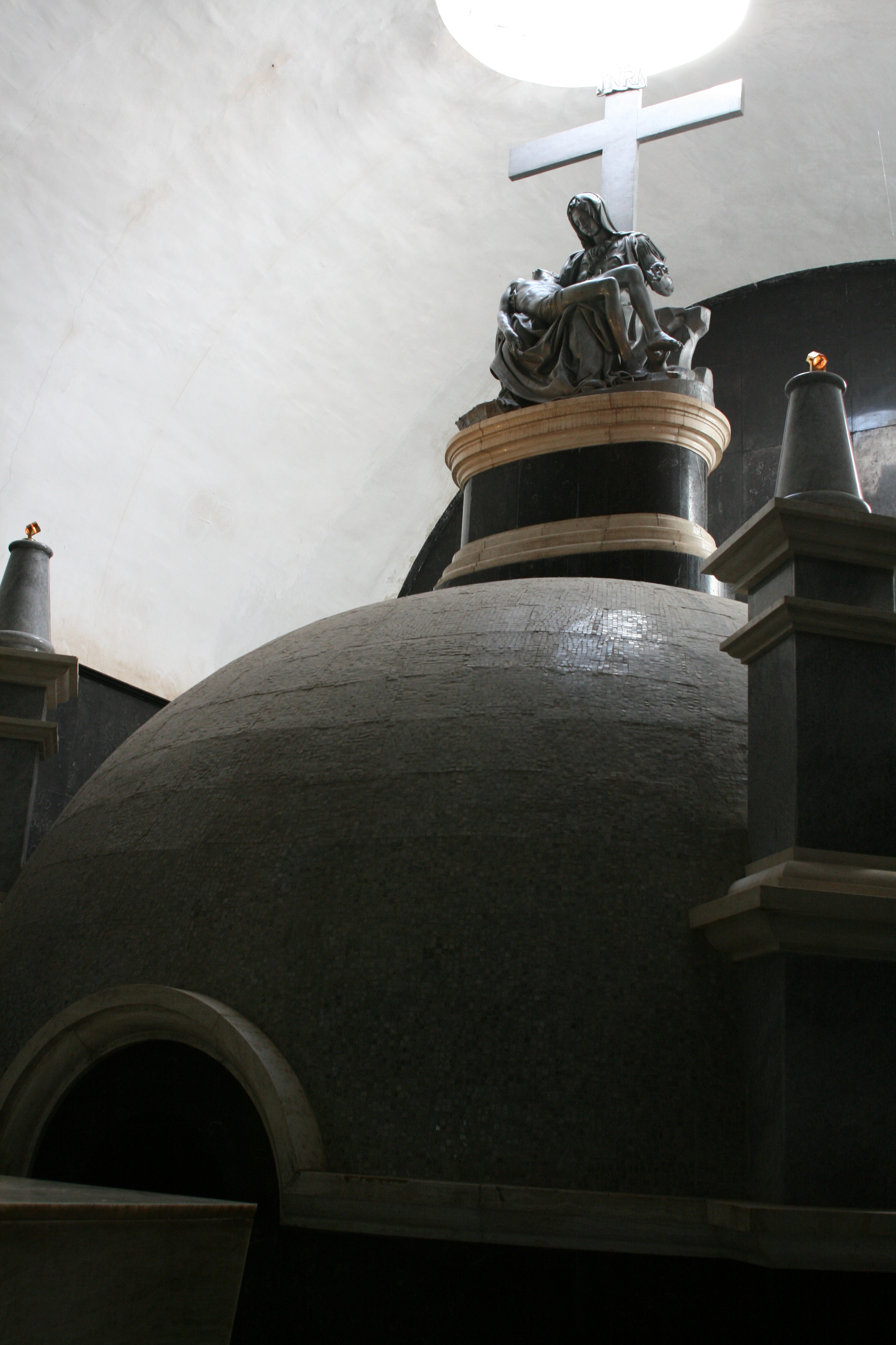 An aluminum replica of Michelangelo's Pietà over the tomb.