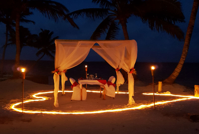 ORDER A ROMANTIC DINNER ON THE BEACH