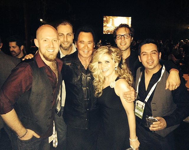 """Leaving Las Vegas and we were all talking about our most """"Vegas"""" nights here. Hanging with Wayne Newton a few years back takes the cake for me! Still one of my fav pics. Although, standing in a green room drinking white wine with Lance Bass and Boyz II Men last night was pretty dope, too!! ✨✨✨ Thanking @brandonraymusic for making that happen. 😂"""