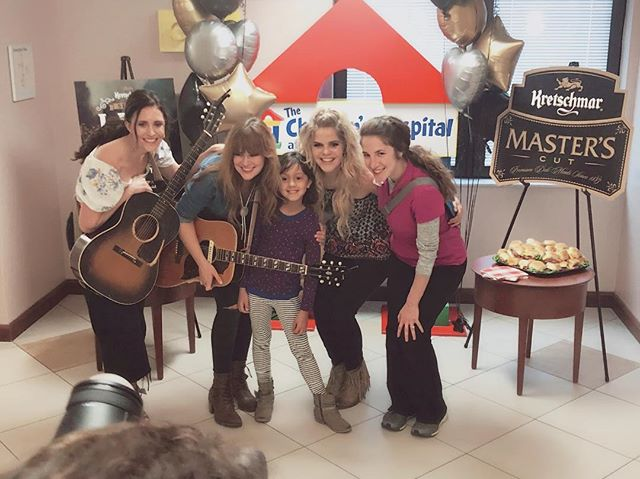 So thankful to @kretschmardeli for bringing @ruthiecollinsmusic & @kelleighbannen & me back to @tristarchildrenshospital to perform a special concert for patients, guests and staff. We had the most inspiring afternoon with these kids and families. ❤️