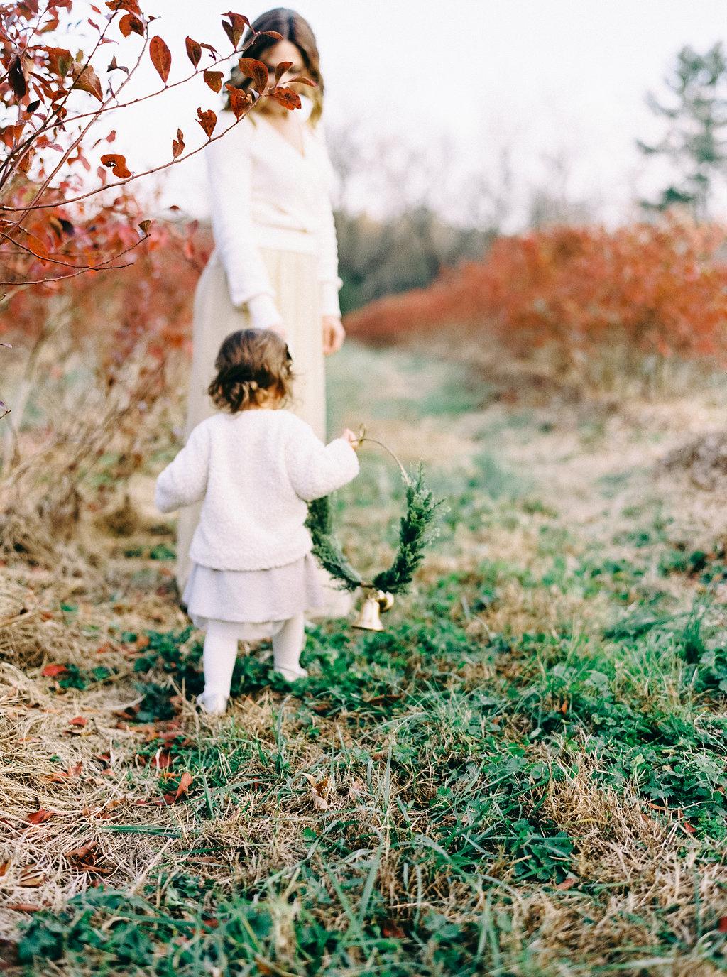 NikkiSanterre_VirginiaFilmMotherhoodPhotographer_NikkiChristmasFilm-30.jpg