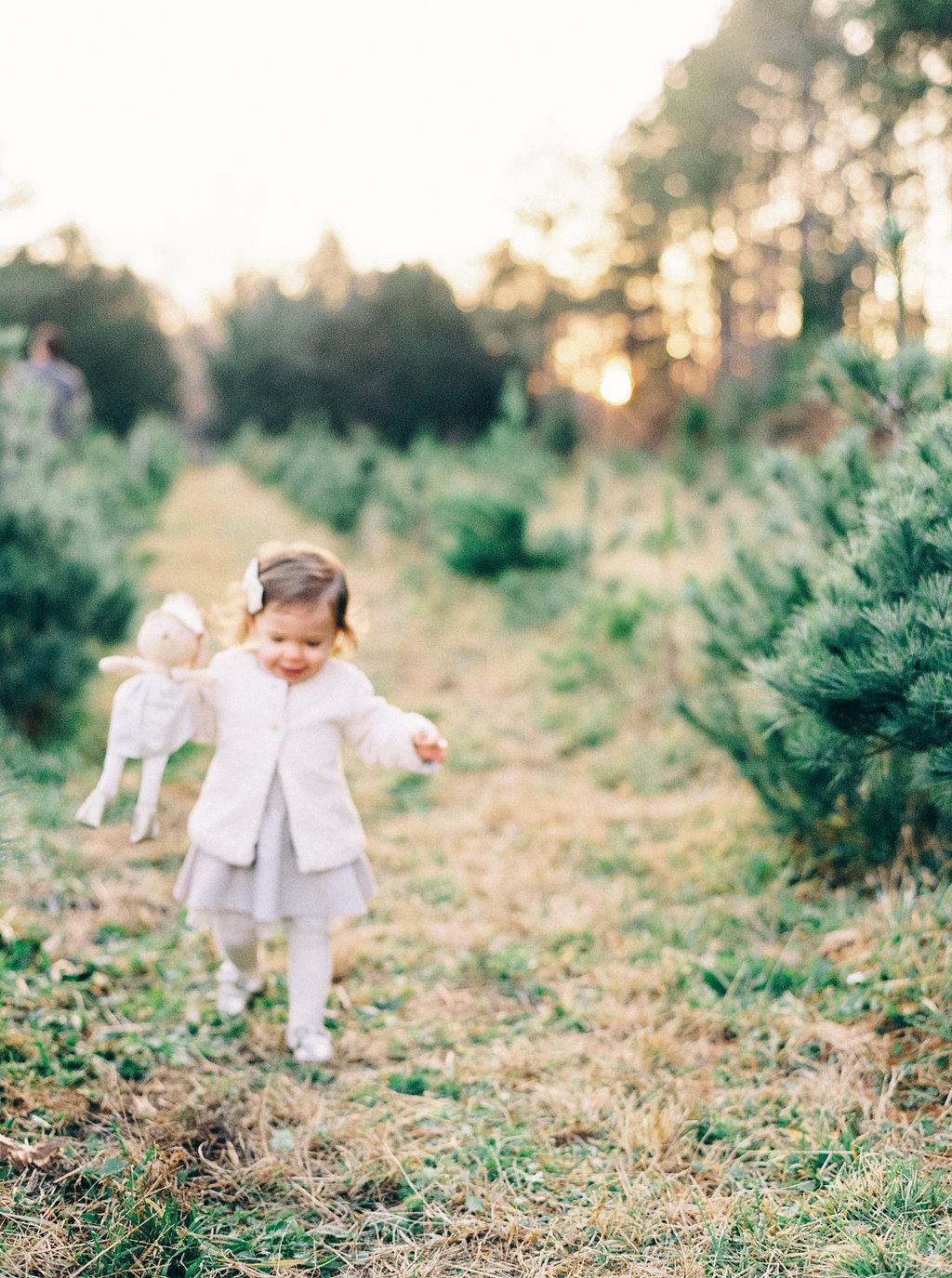 NikkiSanterre_VirginiaFilmMotherhoodPhotographer_NikkiChristmasFilm-1.jpg