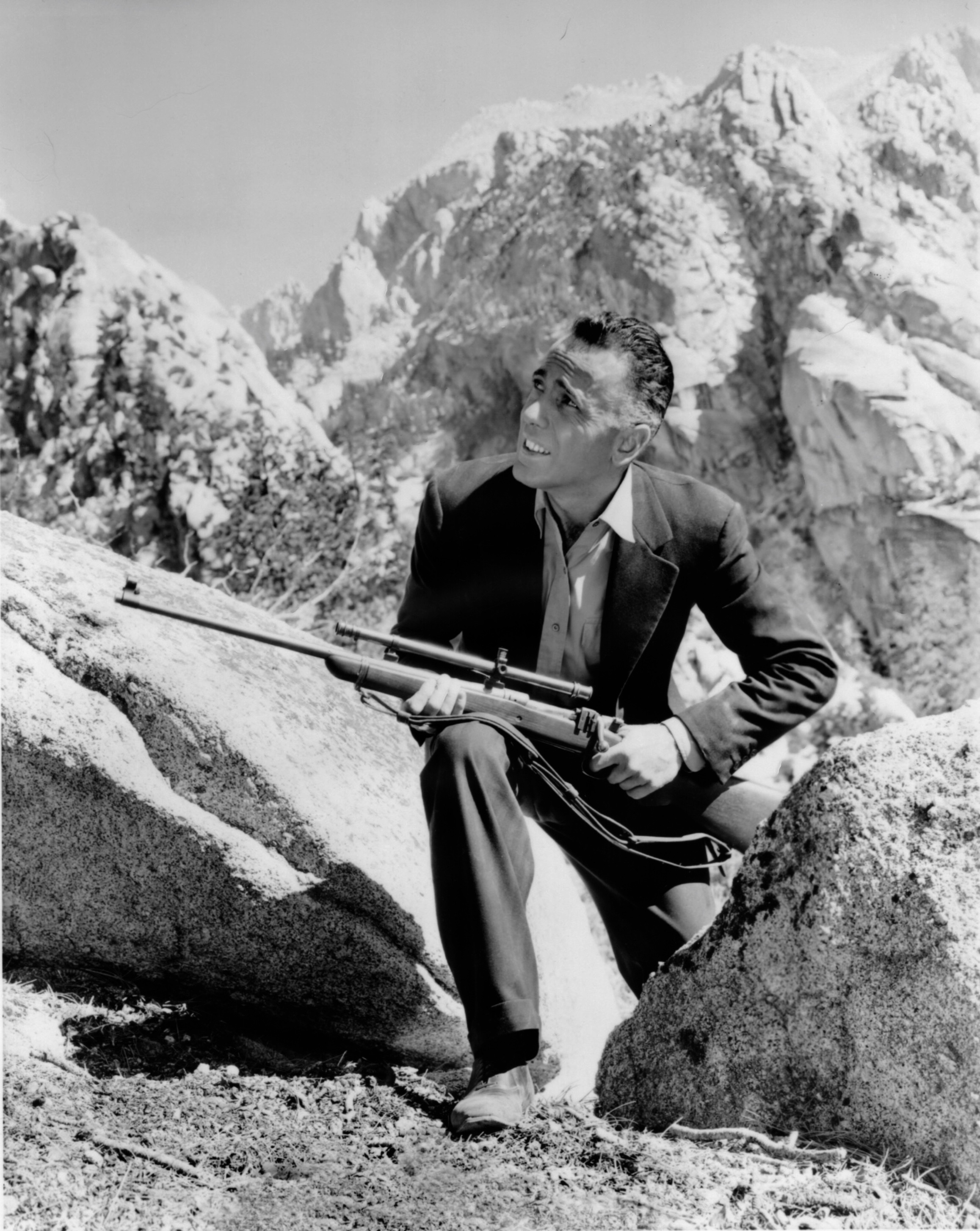 Stuntman Buster Wiles played both the sniper and the doomed Earle leading him to remarked he actually shot himself.