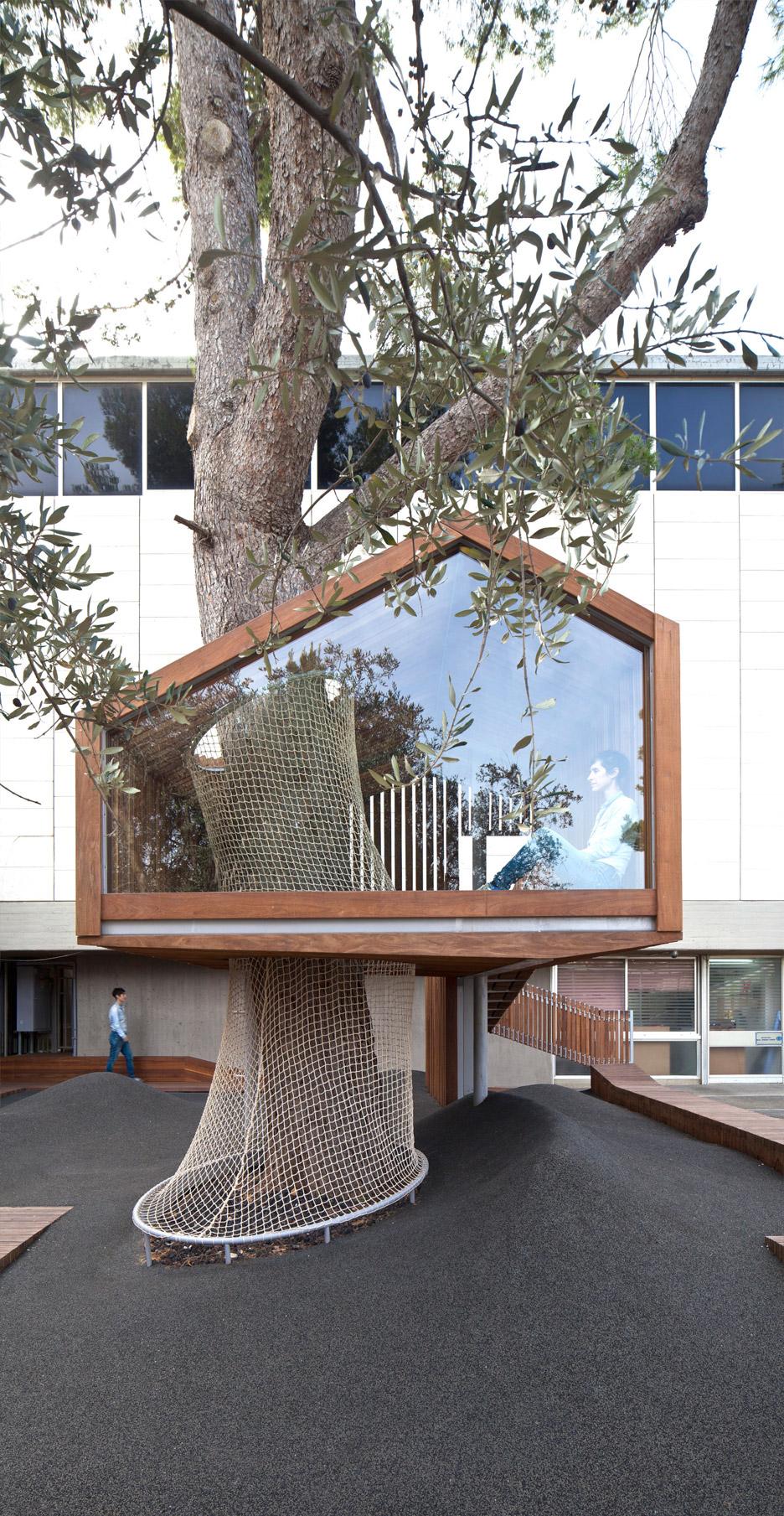 IMJ-tree-house-by-Ifat-Finkelman-and-Deborah-Warschawski_dezeen_936_5.jpg
