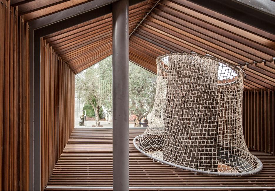 IMJ-tree-house-by-Ifat-Finkelman-and-Deborah-Warschawski_dezeen_936_11.jpg