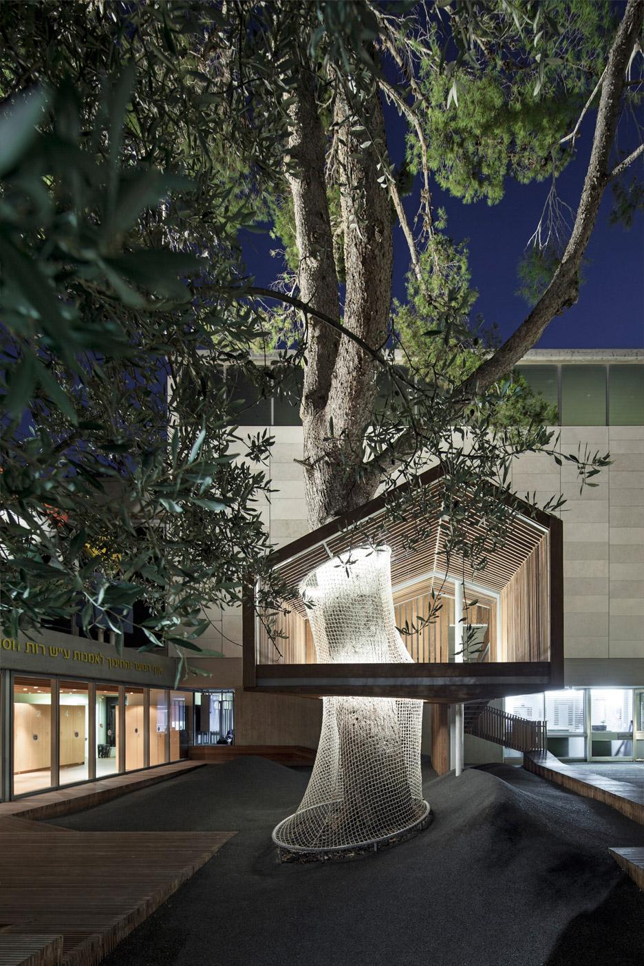 IMJ-tree-house-by-Ifat-Finkelman-and-Deborah-Warschawski_dezeen_936_25.jpg