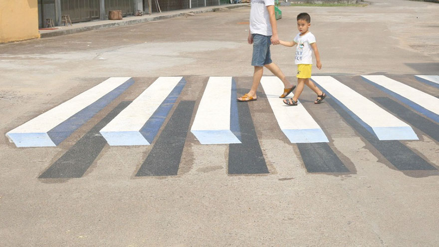 3d-street-art-prevent-speed-breakers-india-2.jpg