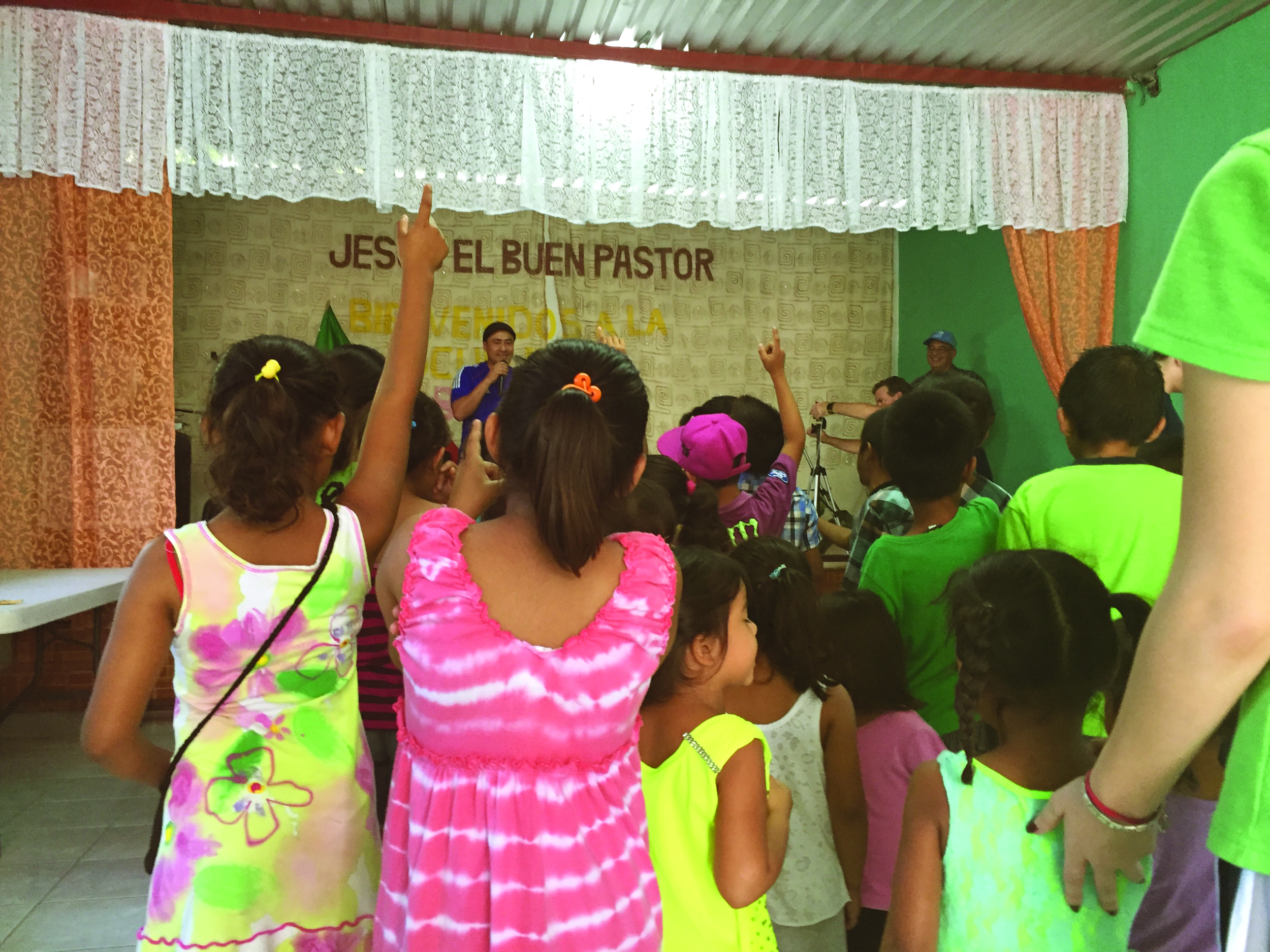 Bucerias 2015 - Kids singing.jpg