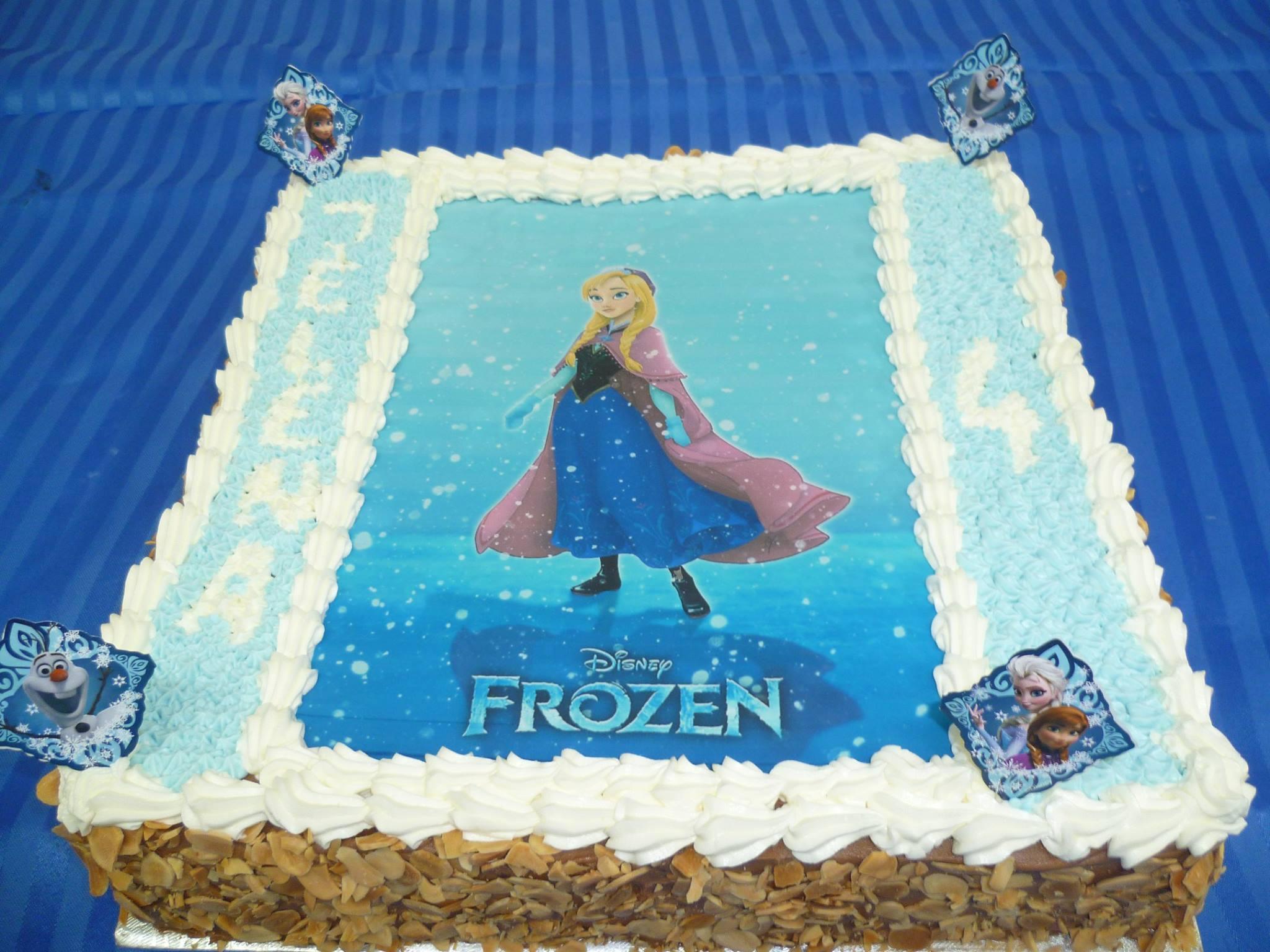 Gâteau d'anniversaire rectangulaire à motif imprimé 05