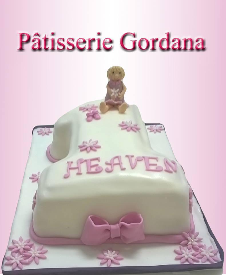 Gâteau d'anniversaire au fondant en forme de chiffre