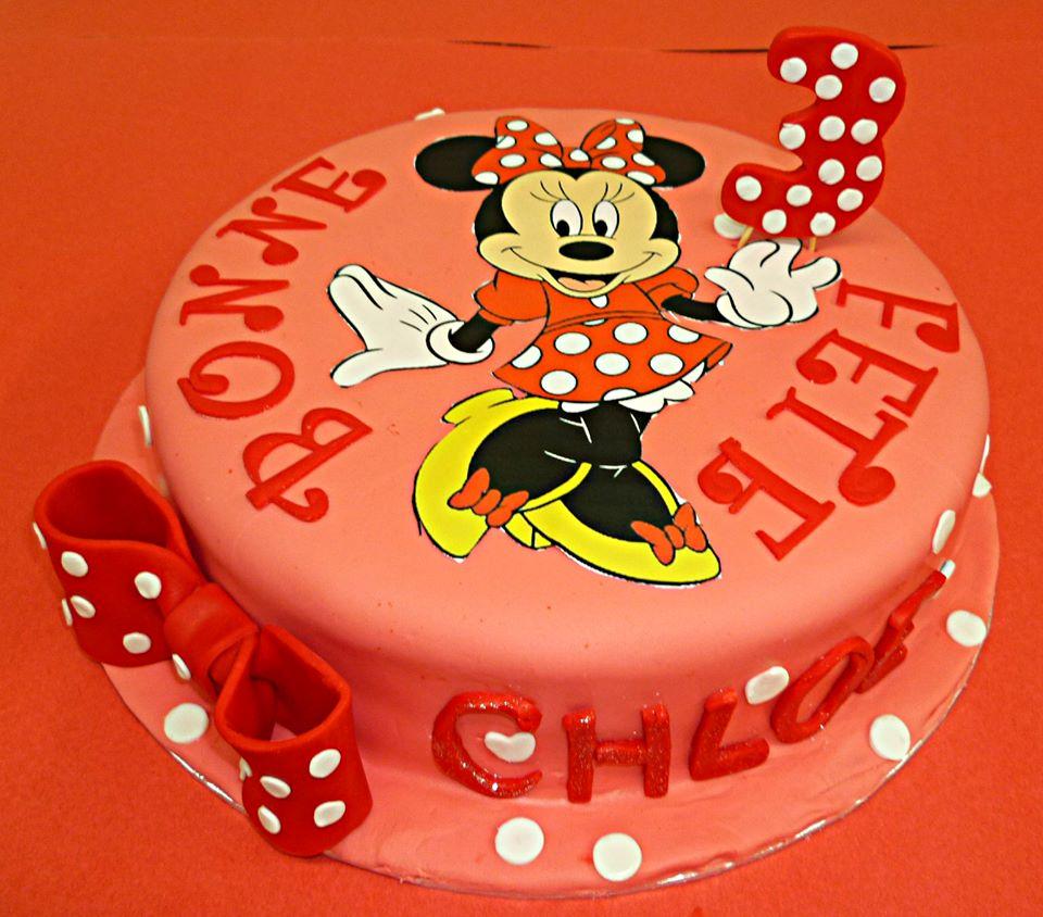 Gâteau d'anniversaire rond au fondant 05