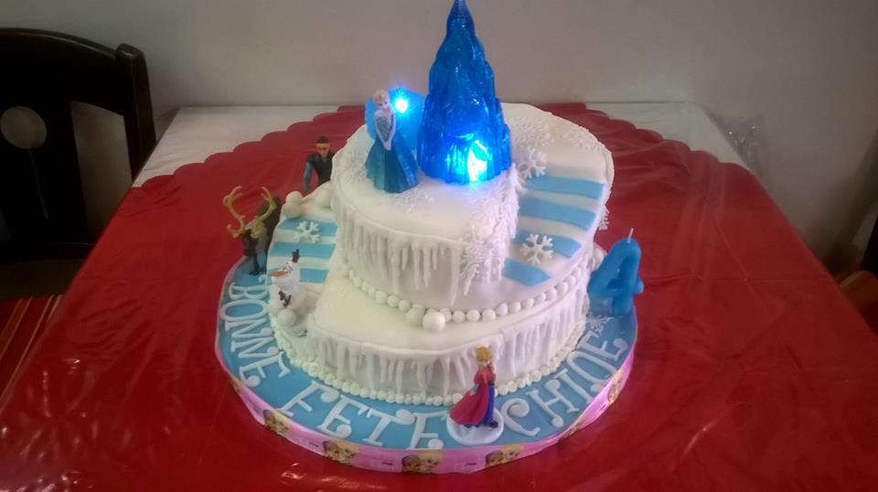 Gâteau d'anniversaire è deux étages La reine des neiges