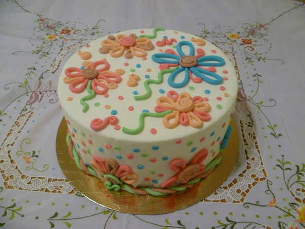 Gâteau d'anniversaire rond au fondant 01