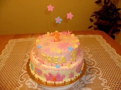 Gâteau d'anniversaire rond à deux étages 1
