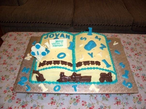 Gâteau d'anniversaire en forme de livre