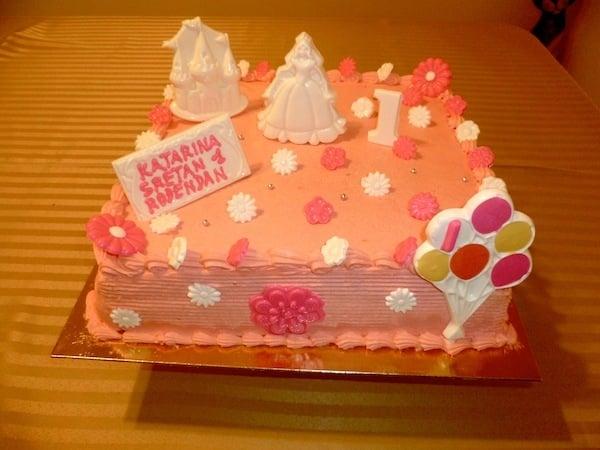 Gâteau d'anniversaire carré 01